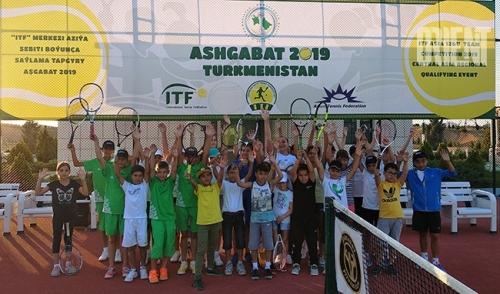 The tennis camp invites young Ashgabat residents